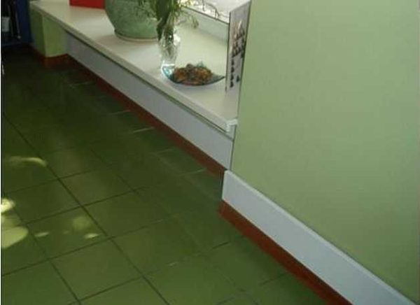Инфракрасное отопление с использованием керамического плинтуса - хорошая идея для незаметного, комфортного и эффективного обогрева