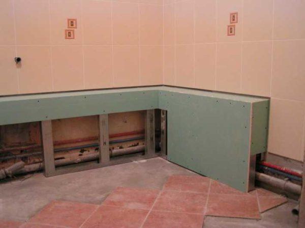 Короб для труб в туалете может быть вертикальным или горизонтальным - сути это не меняет