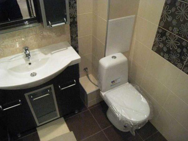 Чем обшить трубы в туалете? Например, ГКЛ или фанерой