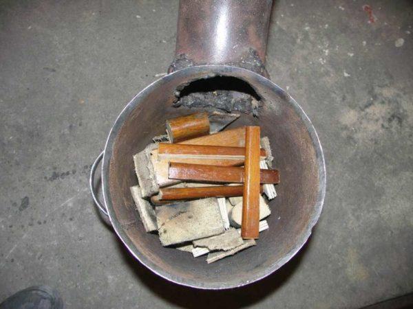 """Вот такими """"дровами"""" топится эта печь для гаража"""