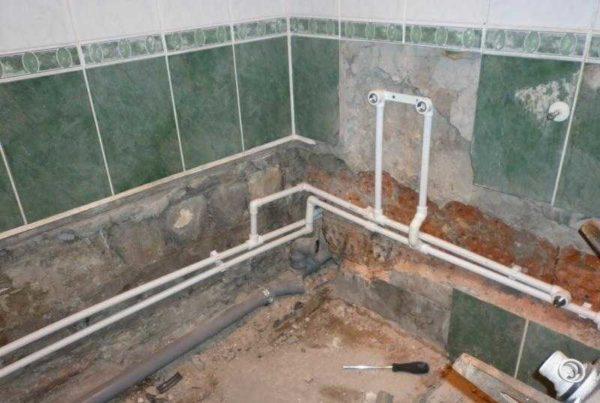 Сегодня в большинстве случаев разводка труб в ванной делается из полимерных труб - полипропилен для водопровода, ПВХ для канализации