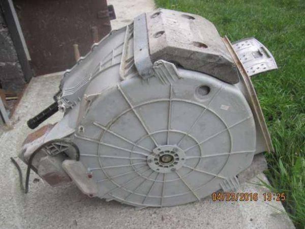 Противовесы в стиральной машине - большие бетонные плиты, которые стабилизируют положение барабана