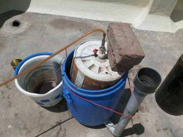 Простейшая биогазовая установка из пластиковой бочки