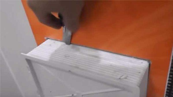 Обрезаем лишние стенки коробки