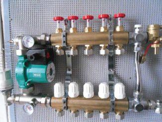 Пример коллектора для теплого пола со смесительным узлом и циркуляционным насосом