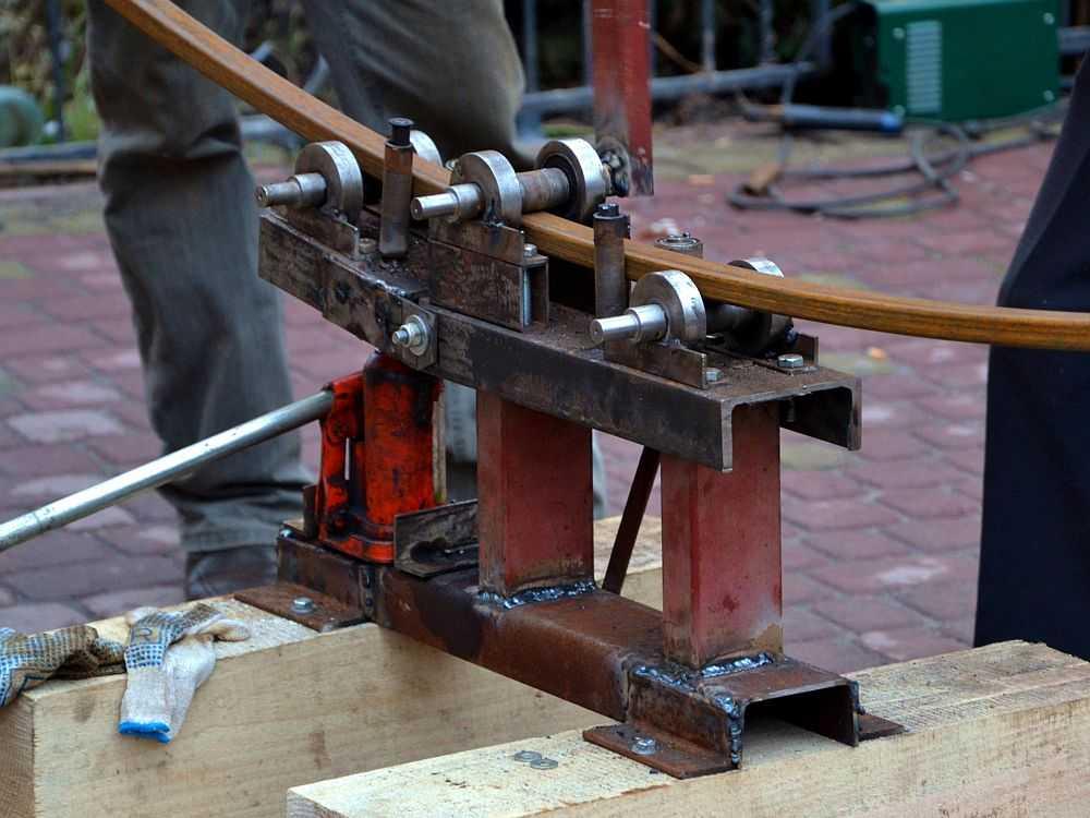 Трубогиб для профильной трубы с подъемной площадкой