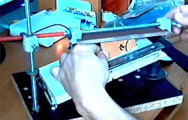 Устройство для правки ножей