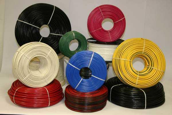 Выбор сечения кабеля зависит от мощности и силы тока