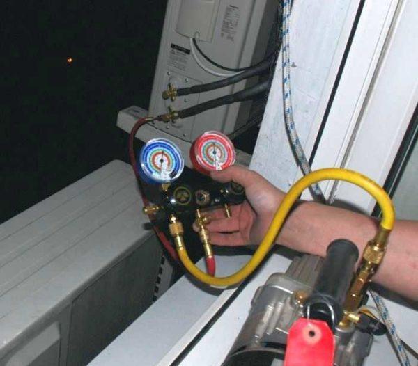 Вакуумирование кондиционера при помощи насоса