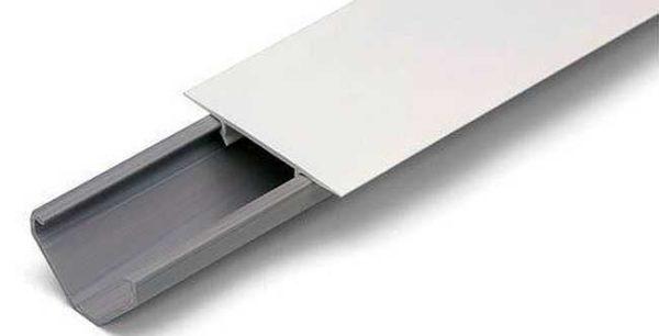 Этот вид кабельных каналов монтируются в углах - на стыке потолка и стены