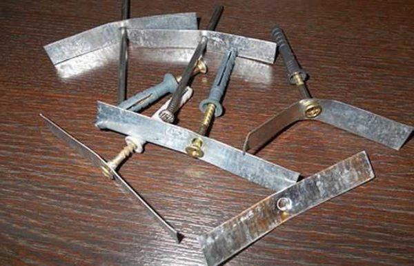 Пример самодельного крепежа для кабеля
