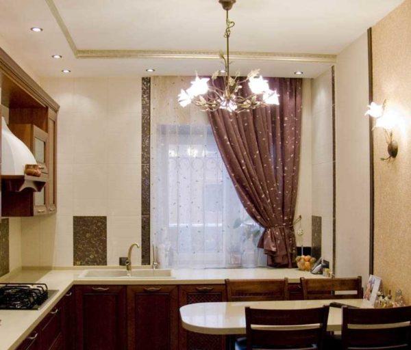 Традиционное общее освещение - люстра посреди потолка
