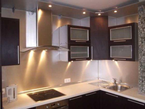 Подсветка кухни точечными светильниками