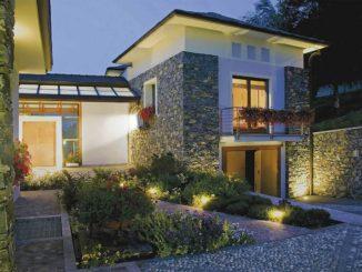 Уличное освещение дома состоит из нескольких частей