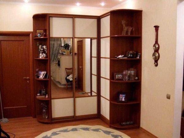Угловые шкафы для прихожей: использовать доступную площадь по максимуму
