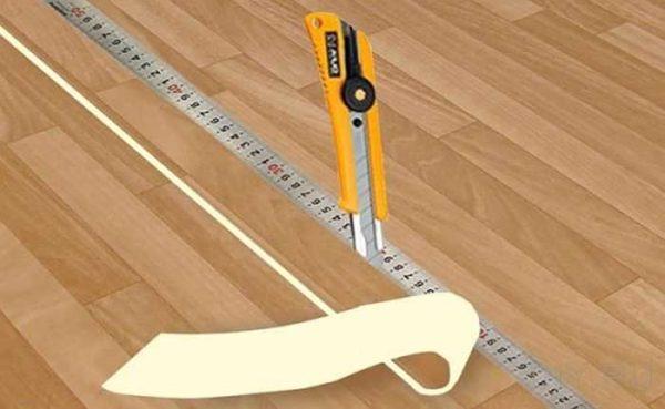 Как обрезать так чтобы стык линолеума был идеальным
