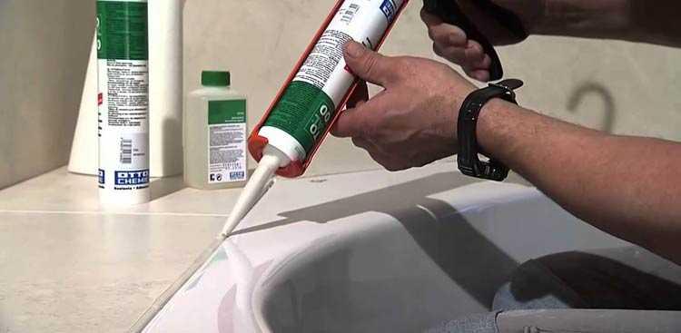 Использование акриловых герметиков в ванной ограничено зонами, где нет непосредственного контакта с водой