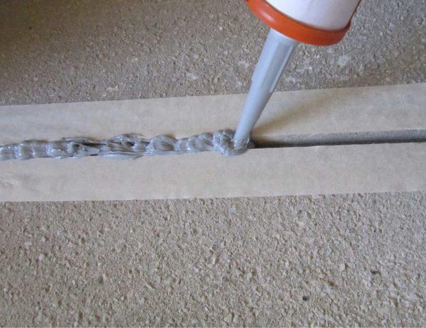 Акриловые герметики хороши для заполнения трещин
