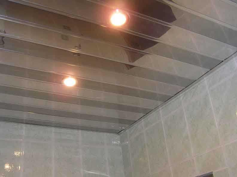 Так выглядит реечный подвесной потолок