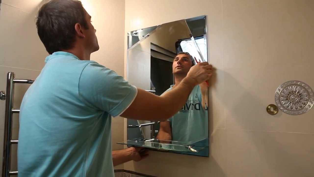 Повесить зеркало на стену ванной, коридора, прихожей можно с использованием крепежа, клея, монтажной ленты