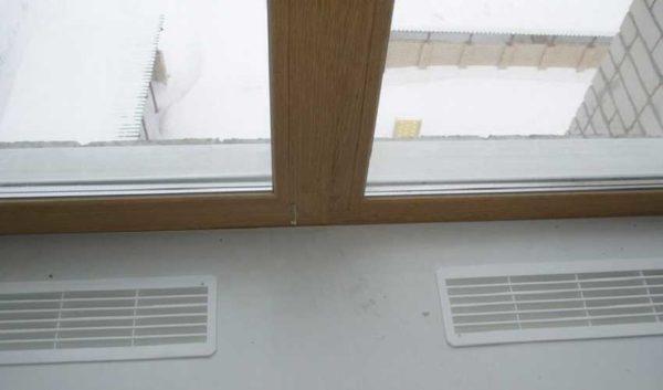 Решетки для вентиляции в подоконнике - если радиатор установлен под ним