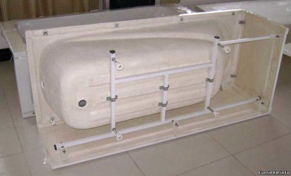 Акриловая ванна устанавливается на специальный каркас, которые поддерживает ее форму
