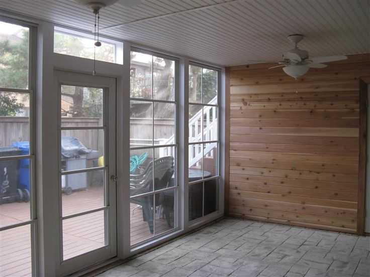 входные пластиковые двери в частный дом коттедж