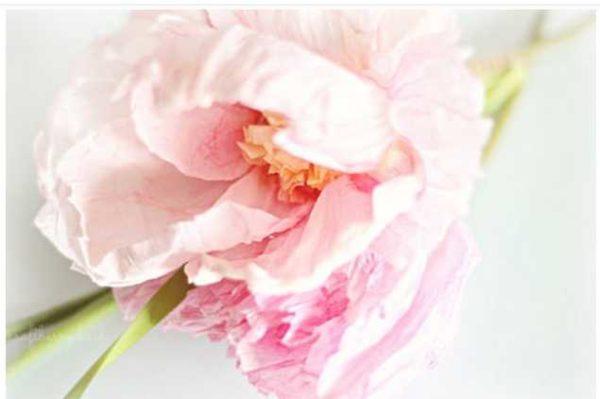 Процесс изготовления этого цветка на фото выше