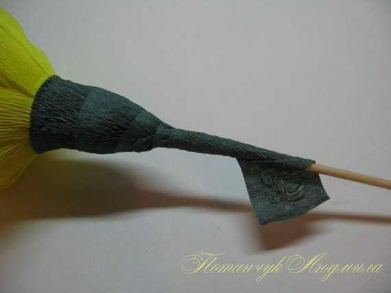 cveti-iz-gofrirovannoj-bumagi-26 Мастер-класс «Букет цветов из бумаги». Воспитателям детских садов, школьным учителям и педагогам