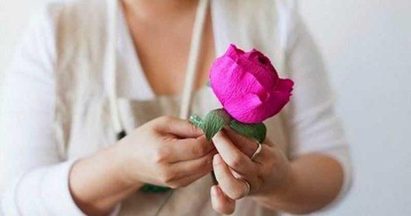 Вот такие красивые цветы из гофрированной бумаги могут у вас получиться