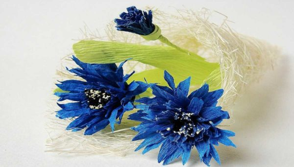 cveti-iz-gofrirovannoj-bumagi-41-5-600x341 Мастер-класс «Букет цветов из бумаги». Воспитателям детских садов, школьным учителям и педагогам