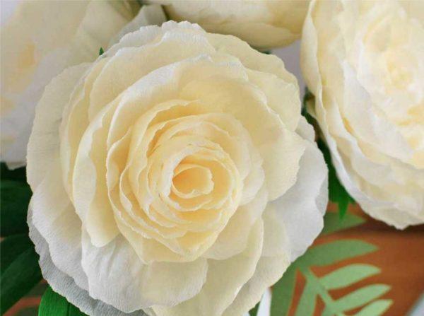 Это то, что должно у вас получиться: очень красивые цветы из гофробумаги