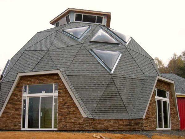 Треугольники явно видны и на готовых домах