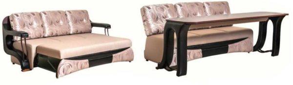 Диван-стол. Может быть установлен на веранде - как место для отдыха или возможных посиделок