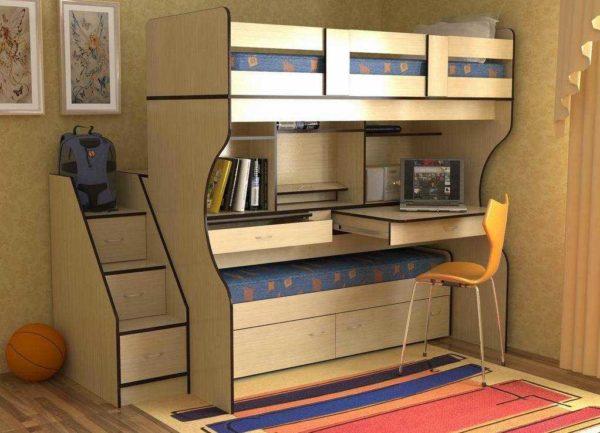 Мебель трансформер: выкатная кровать, которая прячется под рабочим столом