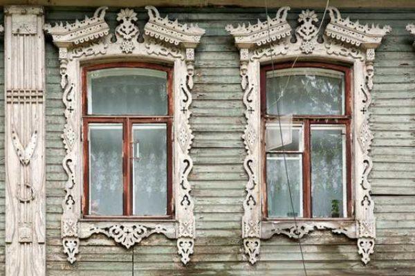 Деревянные наличники на окна делают очень давно