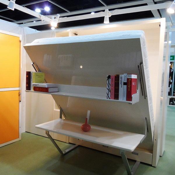 Вертикальная кровать-стол. Этот тип трансформируемой мебели не очень распространен, но может быть востребован в малогабаритных квартирах