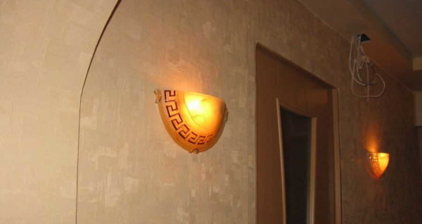 Для того чтобы получить отраженный от потолка свет, нужны светильники такого типа