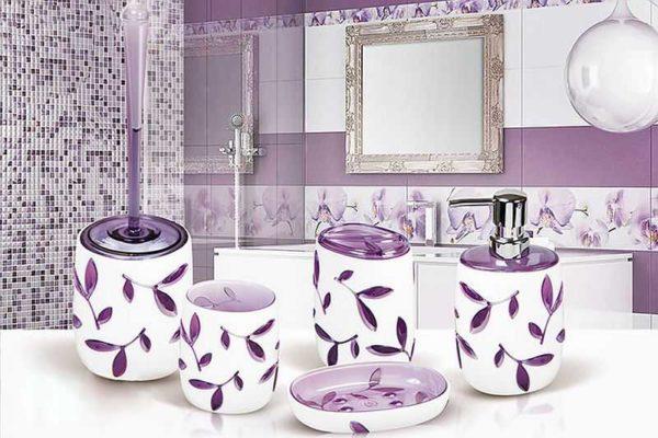 Использовать те же цвета, что есть в оформлении стен/пола/потолка