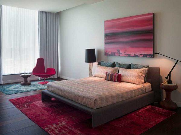 В спальне лучше использовать приглушенные оттенки