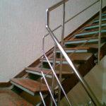 Сборная металлическая лестница с боковым креплением стоек к лестнице