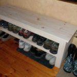 Самодельная деревянная обувная полка