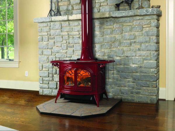 Твердотопливная печь камин должна стоять на несгораемой основе