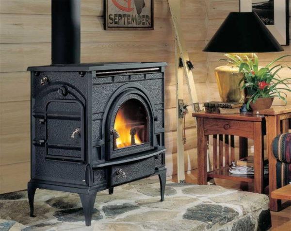 При выборе металлической или чугунной печи камина обращайте внимание на тип топлива, для которого предназначен агрегат