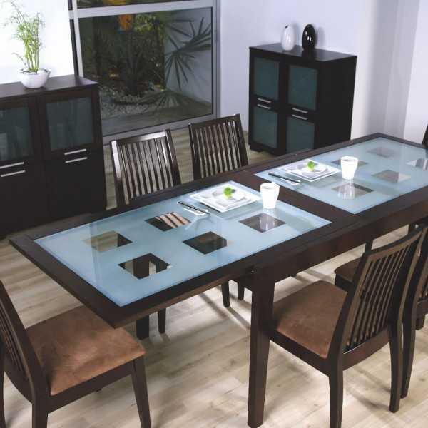 Одна из моделей раскладных столов для кухни из стекла