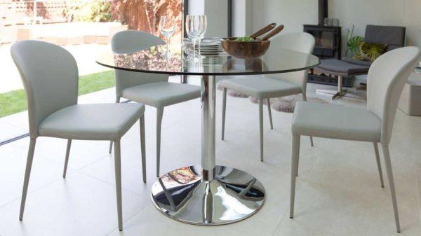 Круглые столы часто идут с одной опорой