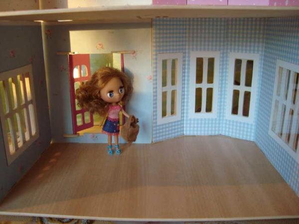Высота потолков в комнате для кукол должно быть раза в два выше кукол