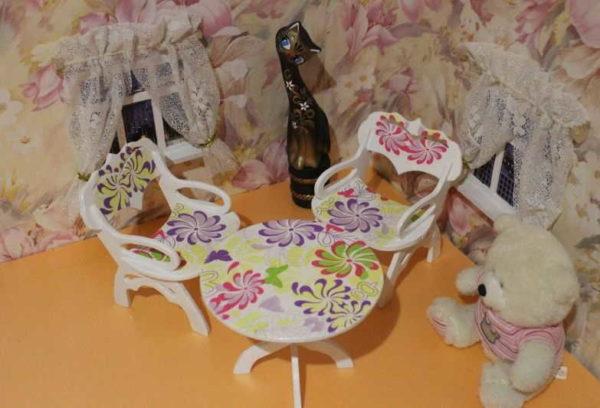 mebel-dla-kukol-59-600x408 Как сшить игрушечную мягкую мебель для кукол своими руками