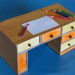 Кукольный письменный стол своими рукам