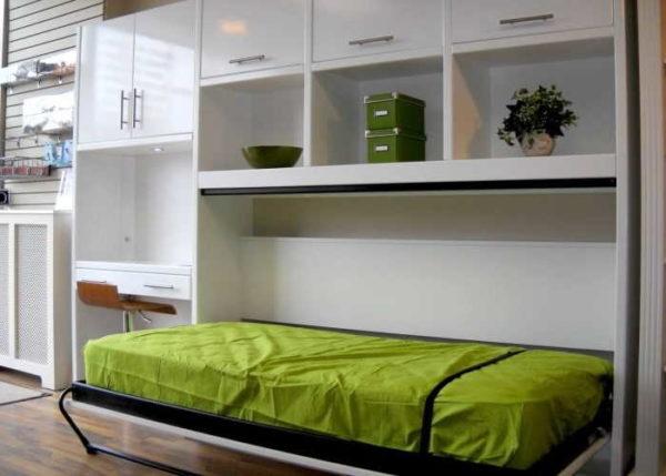 Горизонтальные подъемные кровати тоже могут встраиваться в шкаф